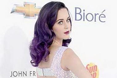 Кэти Перри покрасилась в фиолетовый
