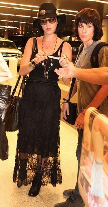 Кэти Перри оделась как старуха Шапокляк