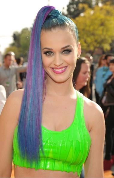 Кэти Перри с разноцветными волосами.
