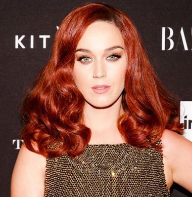 Кэти Перри с красными волосами.