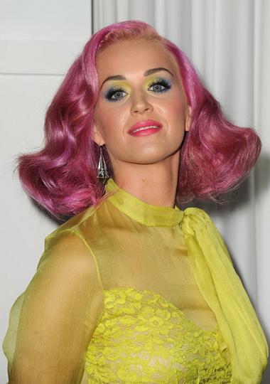 Кэти Перри с розовыми волосами.