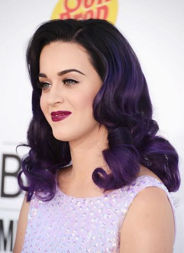 Кэти Перри с фиолетовыми волосами.